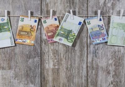 Boj proti finančnej trestnej činnosti: Komisia prepracovala pravidlá v oblasti boja proti praniu špinavých peňazí a financovaniu terorizmu