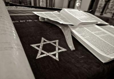Komisia predkladá historicky prvú stratégiu EÚ pre boj proti antisemitizmu a podporu židovského života