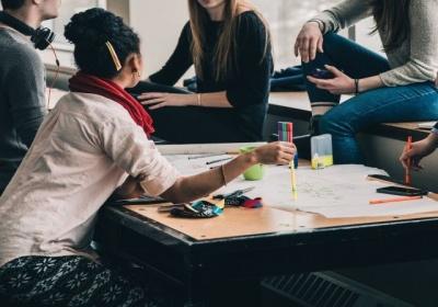 Program Erasmus+ a jeho predchodcovia: zážitok, ktorý zmenil život 10 miliónom mladých Európanov!