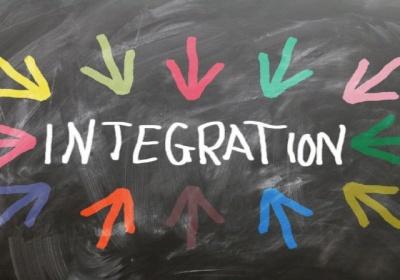 Integrácia migrantov: Komisia otvára verejnú konzultáciu a zriaďuje skupinu poradcov o názoroch migrantov