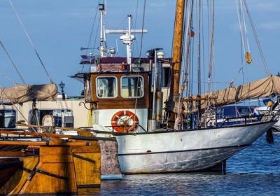 Boj proti nezákonnému, nenahlásenému a neregulovanému rybolovu: Komisia zasiela Ghanskej republike tzv. žltú kartu